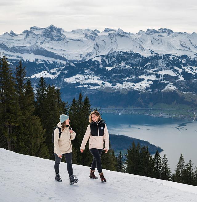 Winterwandern Freundinnen
