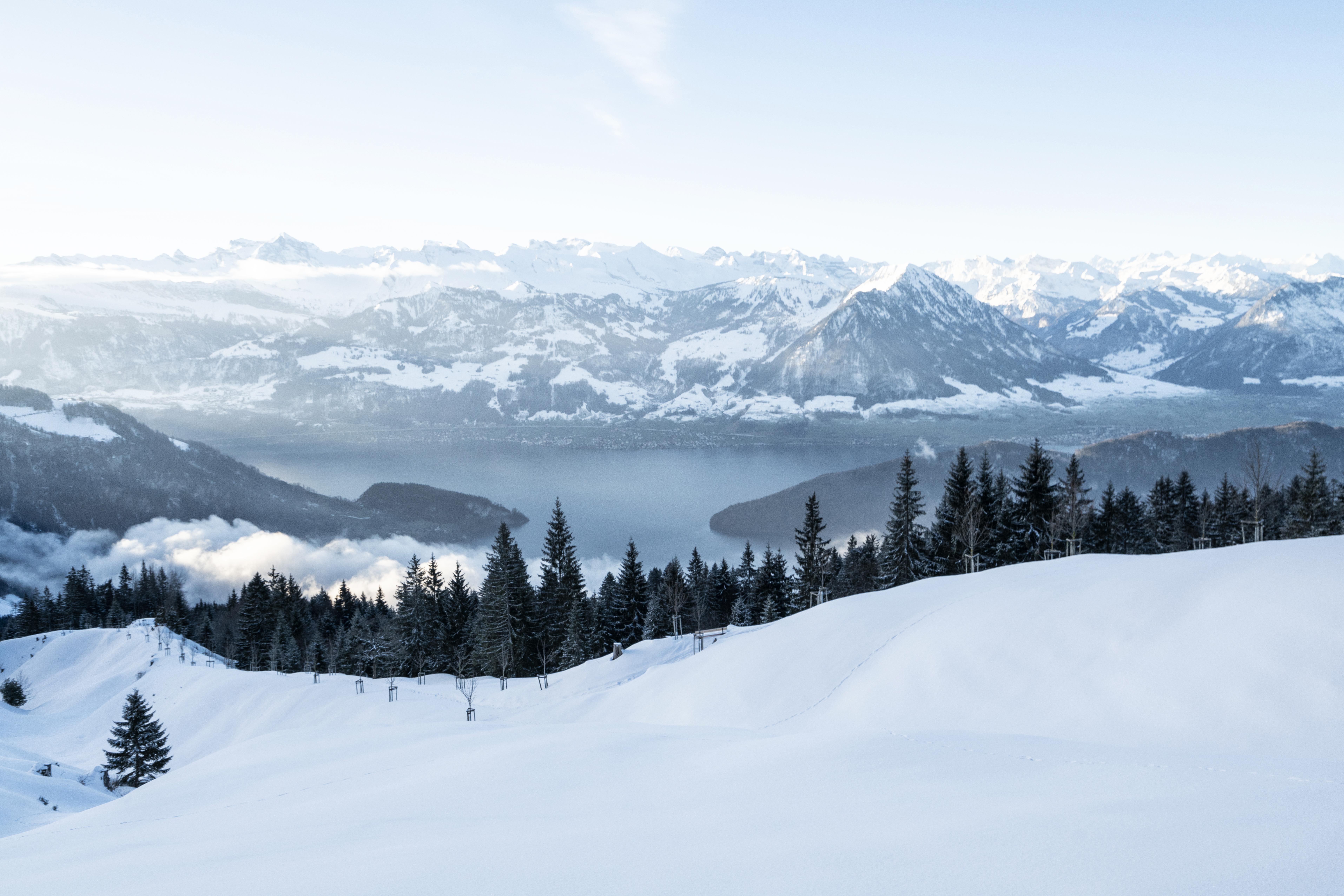 Winterlandschaft auf der Rigi mit Aussicht auf den Vierwaldstättersee