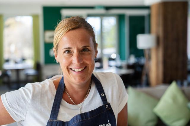 Mitarbeiterin Gastronomie, Hostess