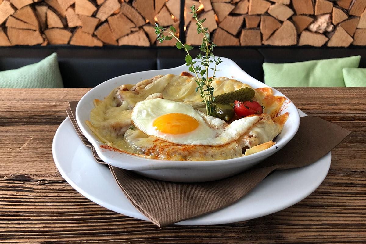Käseschnitte und Ei Lok 7 Restaurant