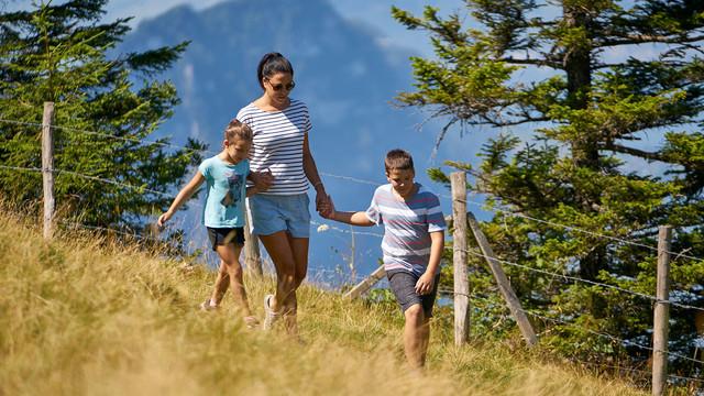 Familie am Wandern
