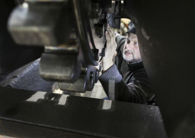 Martin Horath in der Werkstatt