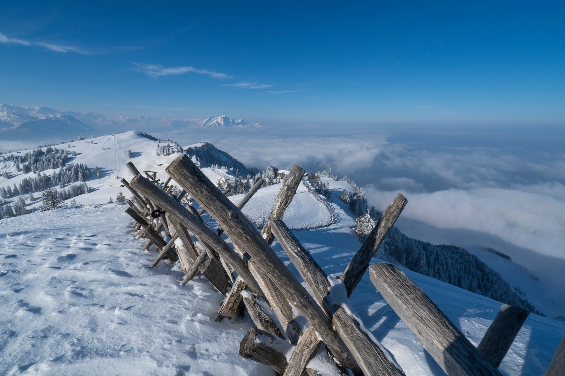 Rigi Winterlandschaft mit Aussicht auf das Nebelmeer